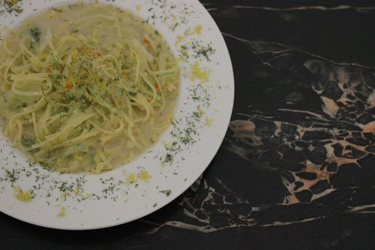 Griechische Kohlsuppe mit Nudeln und Zitrone 00-1200