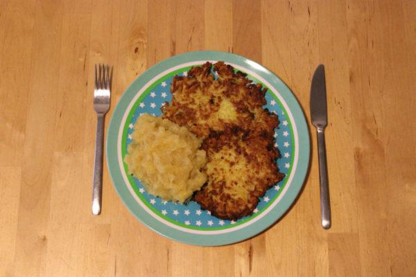 Kartoffelpuffer mit Apfelmus 00-1200