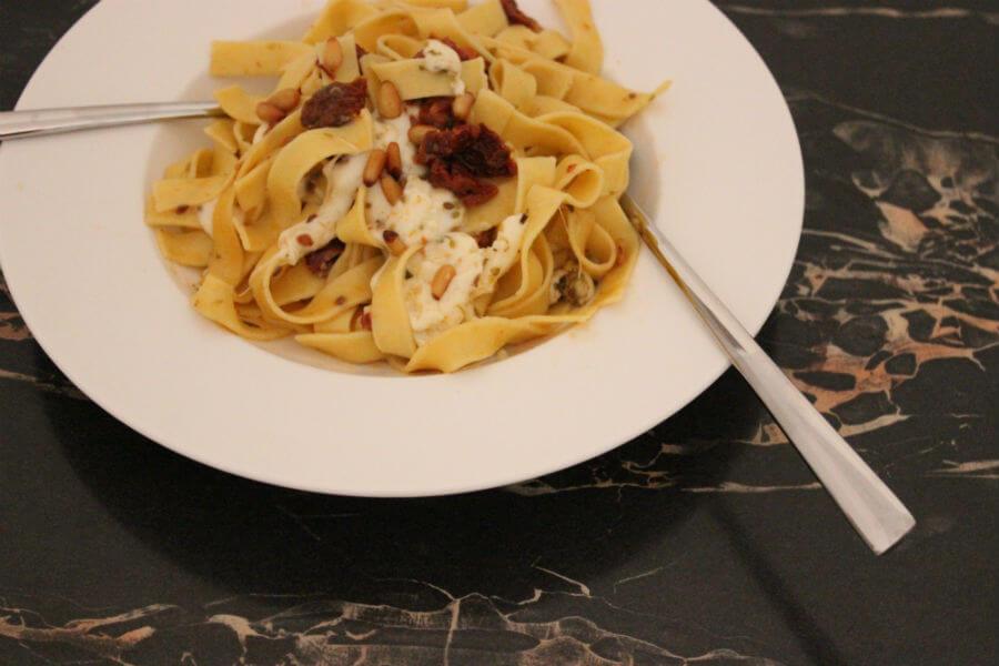 Würzige Mozzarella-Nudeln