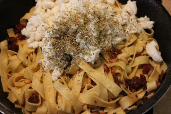 Würzige Mozzarella-Nudeln 09